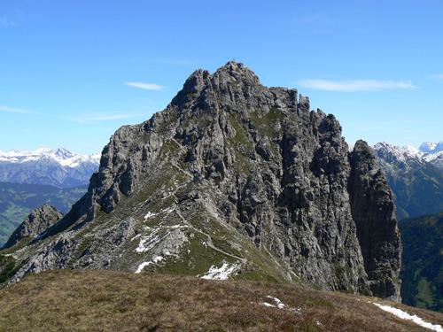 Foto: vince 51 / Wander Tour / Von Grabs auf die Tschaggunser Mittagsspitze (2168m) / Gipfelaufbau von Süden. Der Weg endet an den Felsen! / 26.01.2007 21:51:07