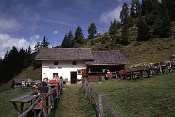 Foto: Andreas Koller / Wander Tour / Im Passeiertal auf  Hönigspitze und Hirzer (2781m) / Die gemütliche Hirzerhütte / 29.01.2007 23:29:45