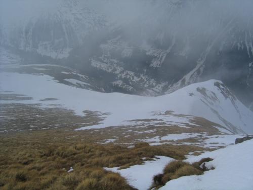 Foto: Christian Suschegg / Ski Tour / Tischfeldspitze (2268m) / Tiefblick von der Tischfeldspitze ins Großsölktal / 01.02.2007 21:25:34