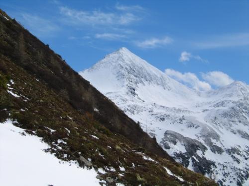 Foto: Christian Suschegg / Skitour / Tischfeldspitze (2268m) / Die markante Gipfelpyramide des Hochstubofen. / 01.02.2007 21:32:47