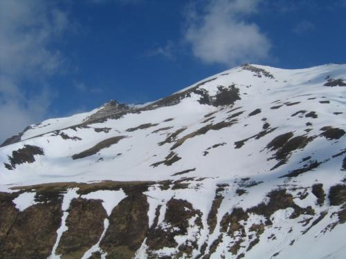 Foto: Christian Suschegg / Skitour / Tischfeldspitze (2268m) / Fast eben zum Ansatz des Südwestrückens der Tischfeldspitze am linken Bildrand / 01.02.2007 21:34:09