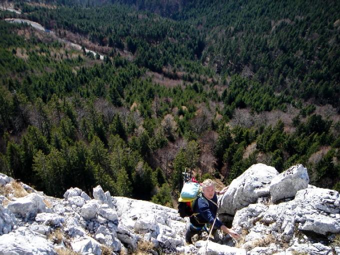 Foto: Manfred Karl / Kletter Tour / Südostgrat am Sommeraustein III / Die seichte Rinne nach dem Wandl in der vierten Seillänge. / 03.02.2007 10:27:59