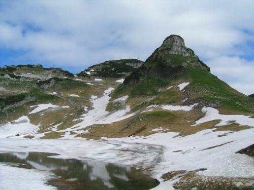 Foto: Christian Suschegg / Wander Tour / Greimuth (1871m) - Atterkogel (1826m) / Vom Start weg dominiert der markante Atterkogel das Blickfeld. / 03.02.2007 12:49:29