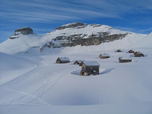 Foto: Christian Suschegg / Wander Tour / Greimuth (1871m) - Atterkogel (1826m) / Atterkogel und Greimuth über der Bräuningalm. Auch im Winter ein Blickfang. / 03.02.2007 12:50:25
