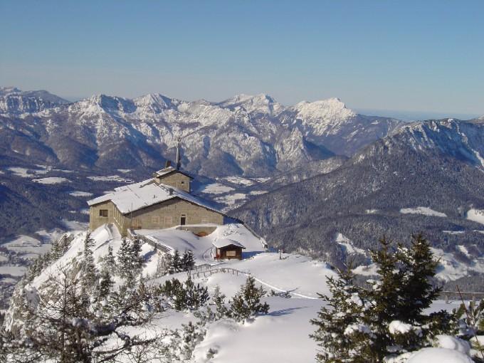 Foto: Manfred Karl / Ski Tour / Kehlstein (1837m) / Blick über das Kehlsteinhaus gegen Lattengebirge und Hochstaufen. / 03.02.2007 13:09:49