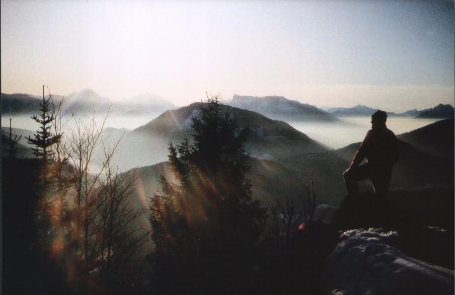 Foto: Manfred Karl / Ski Tour / Lidaunberg (1237m) / Um halbwegs eine Vorstellung wenigstens von der Gipfelrundschau zu erhalten. Blick nach Süden zu den Berchtesgadener Alpen. Die Bildqualität möge bitte entschuldigt werden, da es sich um ein eingescanntes 9x13 Papierfoto handelt. / 03.02.2007 14:19:34