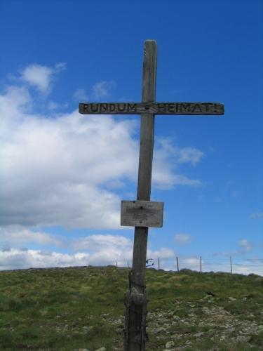 Foto: Christian Suschegg / Wander Tour / Rundweg über Tschiernock, Hochpalfennock und Tschierweger Nock / Das 3. Gipfelkreuz dieser Tour am Tschierweger Nock / 04.02.2007 18:11:16