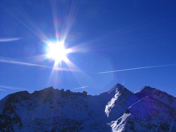 Foto: Andreas Koller / Ski Tour / Von Tweng auf den Rosskogel (2149 m) / Sonne über dem Hochfeindkamm / 05.02.2007 21:34:58