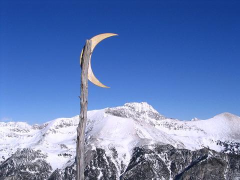 Foto: Andreas Koller / Ski Tour / Von Tweng auf den Rosskogel (2149 m) / Jux oder Ernst? Ein Halbmond auf dem Rosskogelgipfel / 05.02.2007 21:34:49