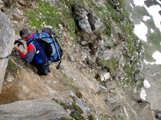 Foto: Manfred Karl / Kletter Tour / Schareck, Linke Nordwandrinne / Eine der letzten gesicherten Stellen beim Abstieg über den Pröll-Weg. / 06.02.2007 08:45:07