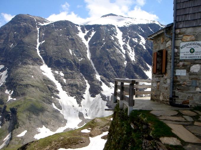 Foto: Manfred Karl / Kletter Tour / Schareck, Linke Nordwandrinne / Besonders informativ ist der Einblick in die Nordwandrinnen vom Niedersachsenhaus. / 06.02.2007 08:47:43
