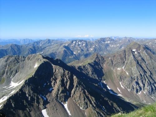 Foto: Christian Suschegg / Wander Tour / Vom Polinik zur Kreuzeck-Überschreitung / Blick über die umliegenden Gipfel der Kreuzeckgruppe / 07.02.2007 09:46:19