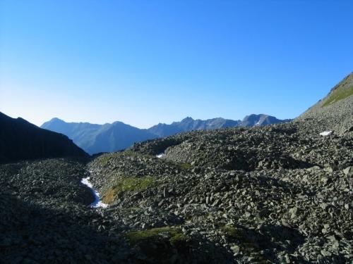 Foto: Christian Suschegg / Wander Tour / Vom Polinik zur Kreuzeck-Überschreitung / Über steinige Kare zum felsigen Gipfelaufbau des Polinik. / 07.02.2007 09:44:57