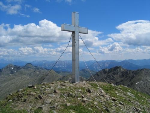 Foto: Christian Suschegg / Wander Tour / Vom Polinik zur Kreuzeck-Überschreitung / Beim Gipfelkreuz am Kreuzeck. / 07.02.2007 09:47:42