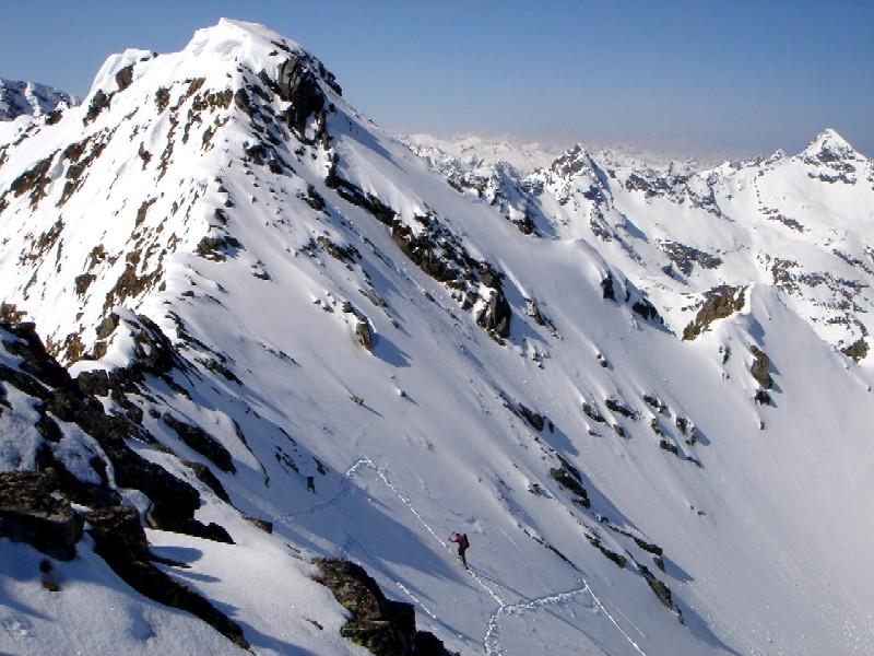 Foto: Manfred Karl / Ski Tour / Gamskarspitz (2491m) / Blick vom Südwestgrat auf die letzten Meter vor dem Schidepot. Rechts am Bildrand der Höchstein, eine ebenfalls sehr schöne und anspruchsvolle Frühjahrstour. / 08.02.2007 20:09:40