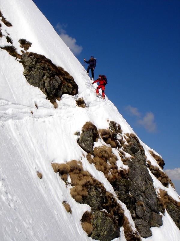 Foto: Manfred Karl / Ski Tour / Gamskarspitz (2491m) / Schlüsselstelle bei der Abfahrt. Entweder diese kurze Stufe oder die kurze, sehr schmale Steilrinne des Aufstieges, beides ist mit einiger Vorsicht gut zu meistern. / 08.02.2007 20:14:34