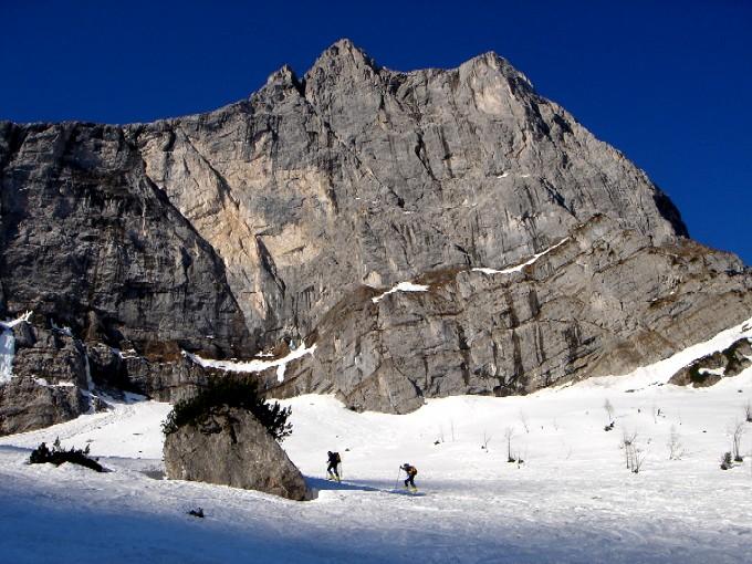 Foto: Manfred Karl / Ski Tour / Hochglück (2573m) / Unterhalb der Wände der Spritzkarspitze. / 09.02.2007 07:22:13