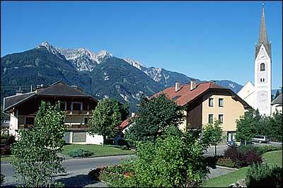 Foto: Eva-Maria Jordan / Mountainbiketour / Berg Tratten Unterfrallach Berg / Der Ausgangspunkt der Radtour - das Gemeindeamt Berg im Drautal! / 09.02.2007 11:47:04
