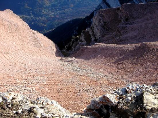 Foto: Manfred Karl / Wander Tour / Tre Cime del Bondone / Tieflblick ins Valle Adige vom Weg Doss d´ Abramo - Cima Verde. / 10.02.2007 11:05:40