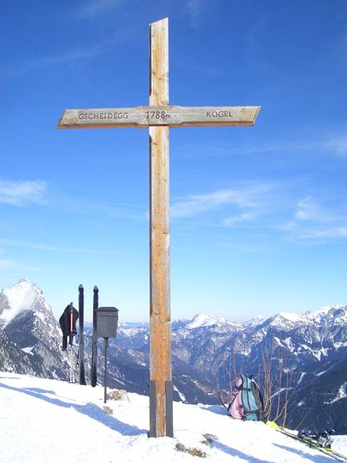 Foto: oett / Ski Tour / Gscheideggkogel / Das Gipfelkreuzn erreicht... / 10.02.2007 20:05:40