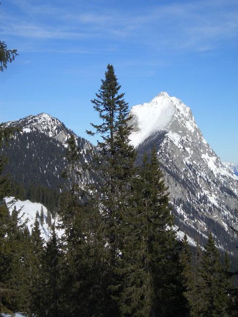 Foto: oett / Ski Tour / Gscheideggkogel / Immer im Blick: Der Lugauer / 10.02.2007 20:04:30