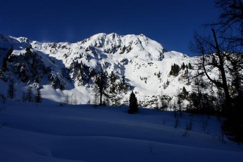 Foto: Christian Suschegg / Ski Tour / Über die Ebenbachalm auf den Hochwart (2301m) / Vorbei an der imposanten Hochrotwand. / 11.02.2007 21:06:14