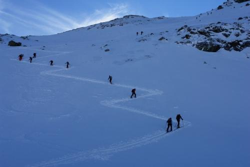 Foto: Christian Suschegg / Ski Tour / Über die Ebenbachalm auf den Hochwart (2301m) / Für den Aufstieg auf dem stellenweise über 35 Grad steilen Schlußhang sind Harscheisen hilfreich. / 11.02.2007 21:02:59