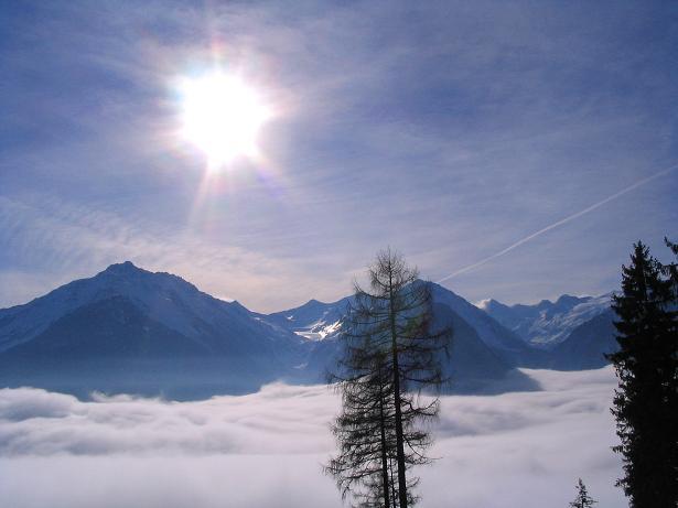 Foto: Andreas Koller / Schneeschuh Tour / Durch das Dürnbachtal auf den Rossberg (2185 m) / Nebel im Tal, Sonne auf den Venediger-Bergen / 12.02.2007 03:33:16