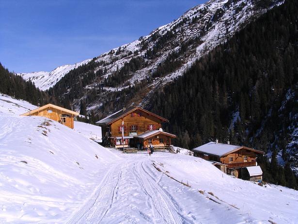 Foto: Andreas Koller / Schneeschuh Tour / Durch das Dürnbachtal auf den Rossberg (2185 m) / In herrlicher Lage: die Steiner Alm / 12.02.2007 03:32:22