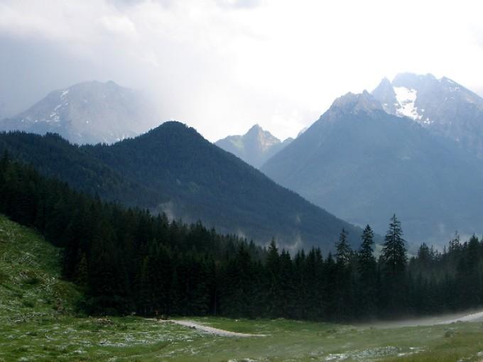 Foto: Manfred Karl / Wander Tour / Karspitz (1641m) / Weniger genussreich war es einige Tage zuvor, ein Gewittersturm mit starkem Hagel verhinderte den Gipfelaufstieg. / 12.02.2007 06:52:03