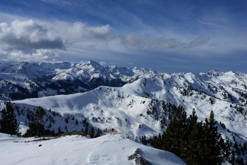 Foto: Christian Suschegg / Ski Tour / Ahornkogl (2001m) / Im Hintergrund die Schladminger Tauern um den Großen Knallstein / 12.02.2007 19:33:45