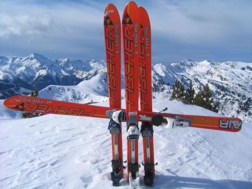 Foto: Christian Suschegg / Ski Tour / Ahornkogl (2001m) / Gipfelkreuz gibt es am Ahornkogl keines - so muß man sich halt selbst eines errichten. / 12.02.2007 19:41:15
