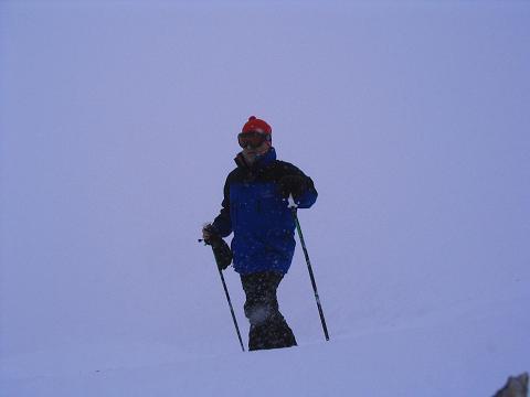 Foto: Andreas Koller / Ski Tour / Vom Sadnighaus auf die Melenwand (2570 m) / Bei widrigen Verhältnissen die letzten Meter zum Gipfel / 12.02.2007 13:52:45