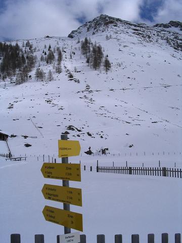 Foto: Andreas Koller / Ski Tour / Vom Sadnighaus auf die Melenwand (2570 m) / Im Talschluss mit Magernigspitze / 12.02.2007 13:56:15