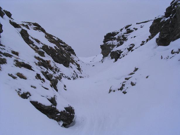 Foto: Andreas Koller / Ski Tour / Vom Sadnighaus auf die Melenwand (2570 m) / Engstelle in einer Felsschlucht / 12.02.2007 13:54:47