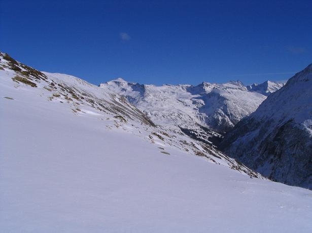Foto: Andreas Koller / Skitour / Innergschlöss und Zeigerpalfen (2506 m) / Blick in die benachbarte Granatspitzgruppe und zum Großglockner / 12.02.2007 19:30:46