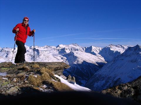 Foto: Andreas Koller / Ski Tour / Innergschlöss und Zeigerpalfen (2506 m) / Weites Panorama zum Großglockner vom Zeigerpalfen / 12.02.2007 19:28:27