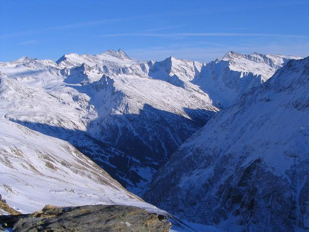 Foto: Andreas Koller / Ski Tour / Innergschlöss und Zeigerpalfen (2506 m) / Der Großglockner grüßt über das Osttiroler Tauerntal / 12.02.2007 19:26:46