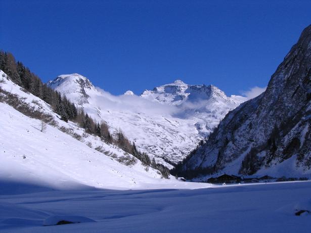 Foto: Andreas Koller / Skitour / Innergschlöss und Zeigerpalfen (2506 m) / Das Innergschlöss gegen die Granatspitzgruppe / 12.02.2007 19:34:54