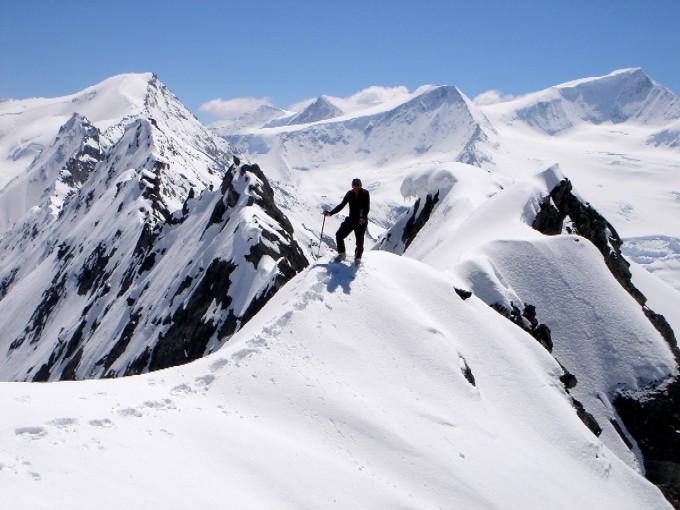 Foto: Manfred Karl / Ski Tour / Habachspitze (3064m) / Vom Gipfel hat man einen herrlichen Blick zum Großvenediger. Links im Hintergrund die Hohe Fürleg. / 13.02.2007 20:37:12