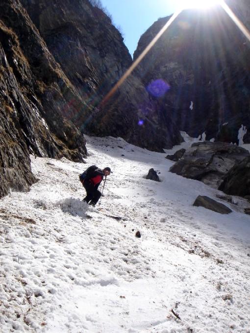 Foto: Manfred Karl / Ski Tour / Habachspitze (3064m) / Auch nach dem Schafsteig ist noch lange nicht Schluss. Die Tragestrecke vom Schnee zu den Fahrrädern betrug im Mai 2006 keine hundert Meter. / 13.02.2007 20:43:28