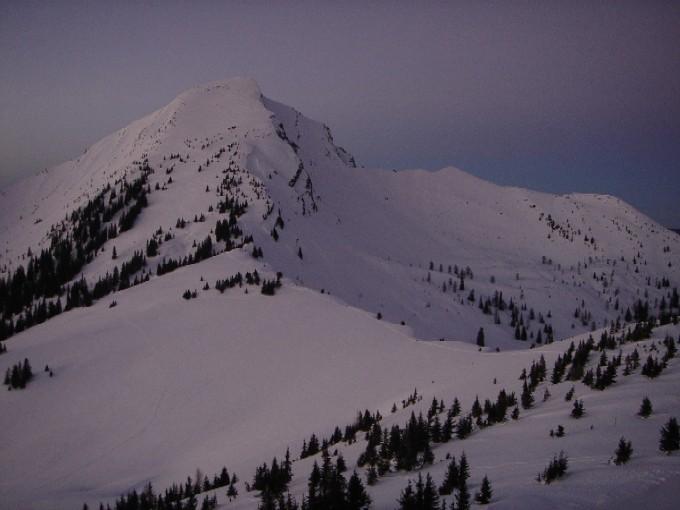 Foto: Manfred Karl / Ski Tour / Peitingköpfl (1720m) / Abendstimmung am Peitingköpfl. Blick über die Perchthöhe auf das Sonntagshorn. / 13.02.2007 21:10:18