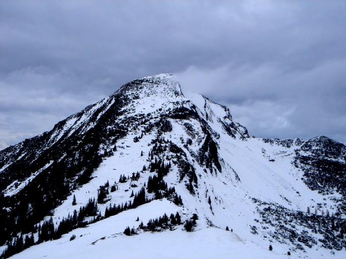 Foto: Manfred Karl / Ski Tour / Peitingköpfl (1720m) / Wenig einladend sieht das Sonntagshorn in diesem Winter aus. / 13.02.2007 21:13:27