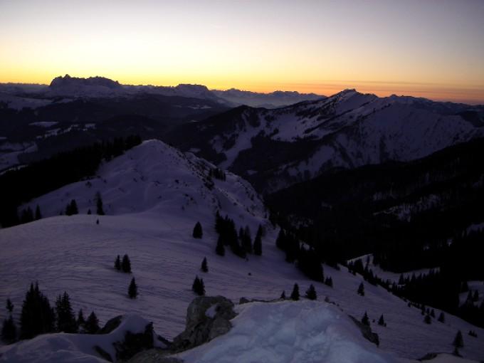 Foto: Manfred Karl / Ski Tour / Peitingköpfl (1720m) / Die Abendstimmung am Peitingköpfl ist immer wieder bezaubernd. Blick nach Westen gegen den Wilden Kaiser. / 13.02.2007 21:14:35
