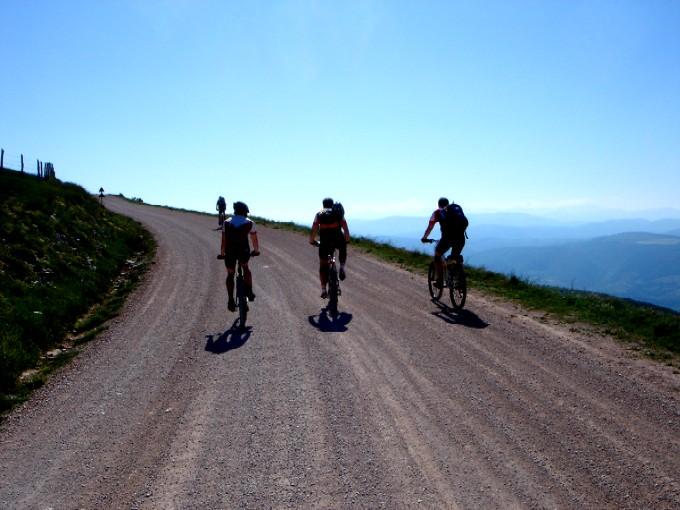 Foto: Manfred Karl / Mountainbiketour / Monte Subasio, 1290 m / Weit reicht der Blick bis zu den Monte Sibillini. / 13.02.2007 22:18:45
