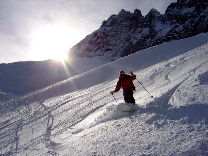 Foto: Manfred Karl / Skitour / Hochalm (2011m) / Abfahrt entlang der Wände des Steinbergs. / 14.02.2007 22:29:37
