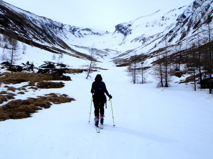 Foto: Manfred Karl / Ski Tour / Pleißnitzkogel (2536m) / Am Kareingang der Pleißnitz. Ziel ist die Scharte links der markanten Felsnase. / 14.02.2007 22:53:41