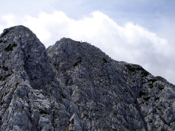 Foto: Manfred Karl / Wander Tour / Rund um die Vellacher Kotschna / Rückschau zur Veliki Baba. Links der Nordgipfel mit dem steilen Schrofenabstieg. / 14.02.2007 23:47:13