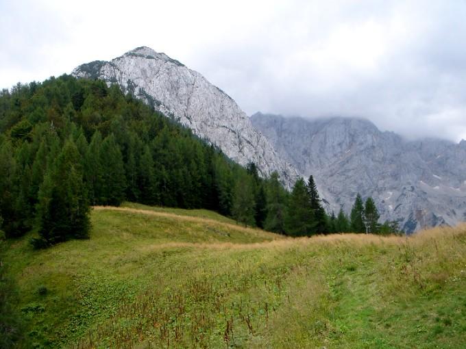 Foto: Manfred Karl / Wander Tour / Rund um die Vellacher Kotschna / Am Sattel der Jenkalm angelangt erscheint der Abstieg von der Mali Baba stark verkürzt. / 14.02.2007 23:53:40