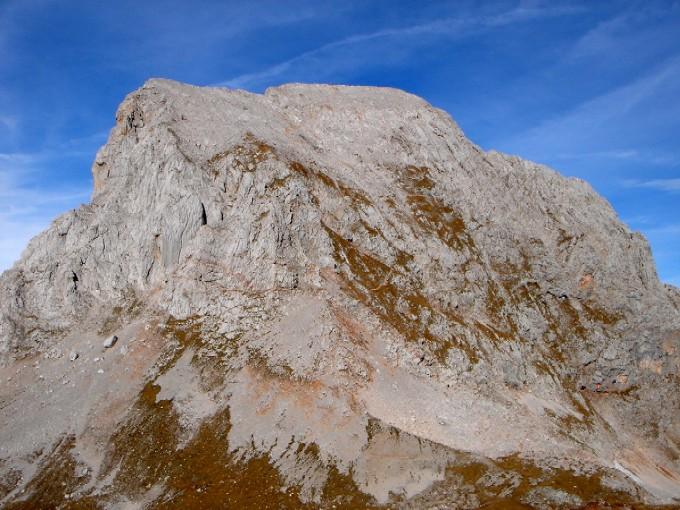 Foto: Manfred Karl / Kletter Tour / Südwestgrat auf den Hundstod IV- / Vom Kleinen Hundstod (lohnender Abstecher) überblickt man gut den Südwestgrat (links mit dem oberen Teil des Anstieges) und den Abstieg über die Südflanke. / 15.02.2007 22:15:46